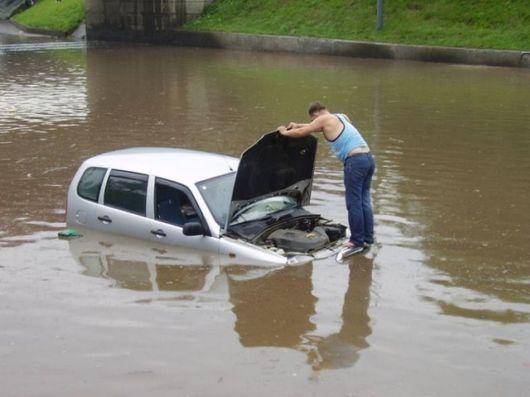 Floods vs. Traffic Amazing Pictures
