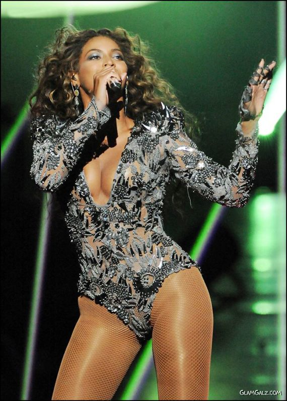 Beyonce Knowles Performing Live