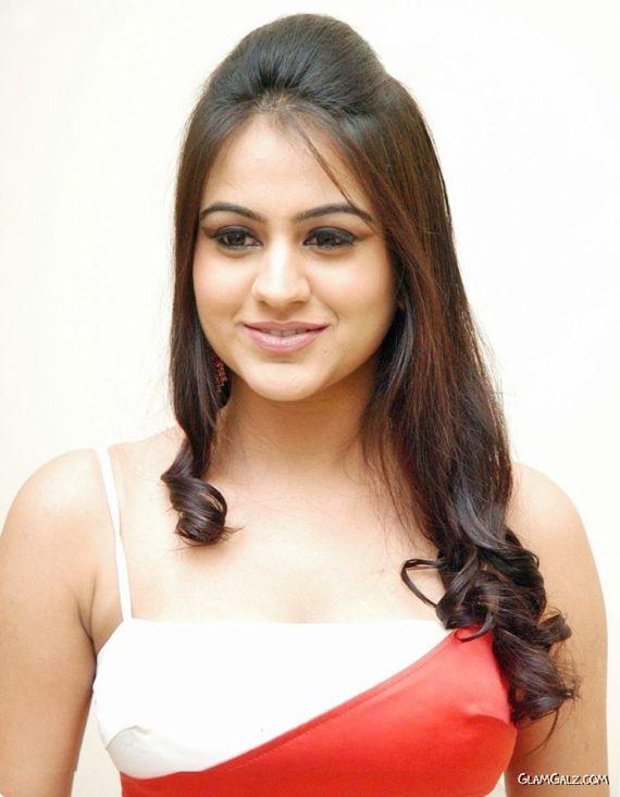 Pretty Tollywood Actress Aksha