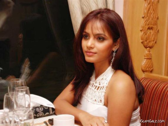 Neetu Chandra Photo Gallery