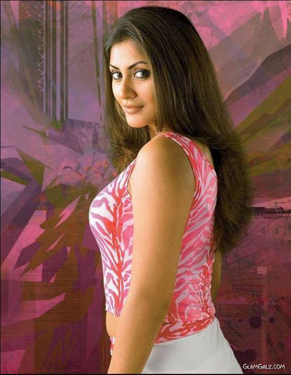Beautiful Bollywood Babe Rimi Sen