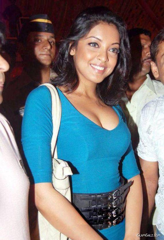 Tanushree Dutta Sizzles at Rambo Circus