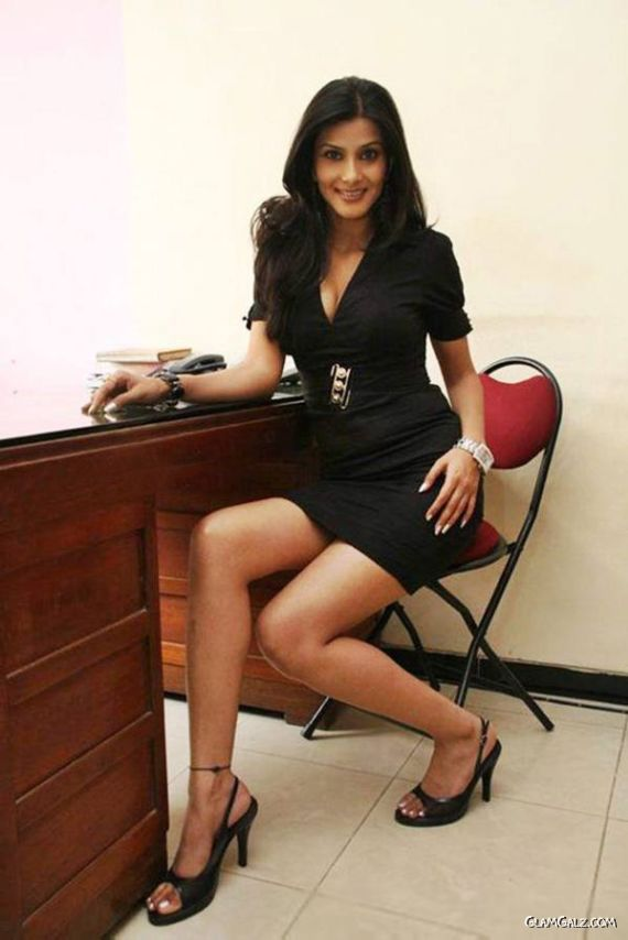 Spicy Bollywood Beauty - Viviana