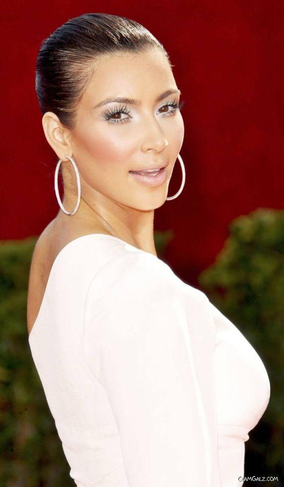Kardashian Sister at 61st Emmy Awards