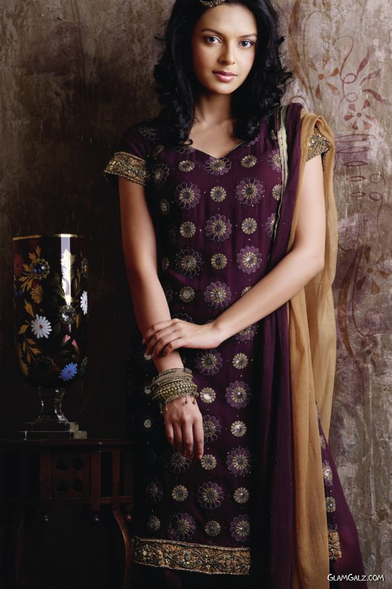 Desi Salwar Kameez Designs for Galz