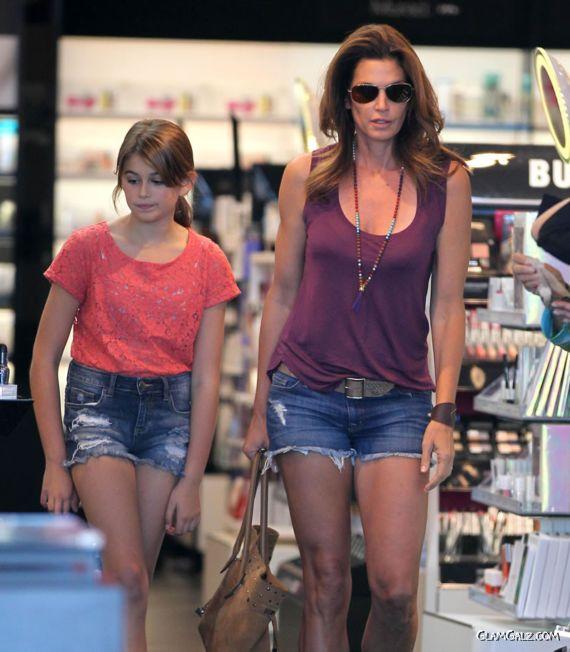 Cindy Crawford Shopping At Sephora In Malibu