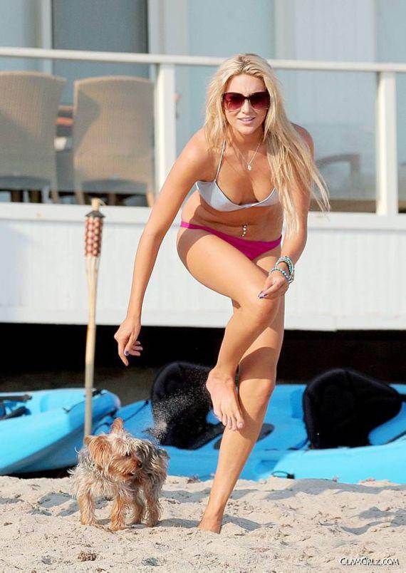 Sexy Stephanie Pratt in Bikini on Beach