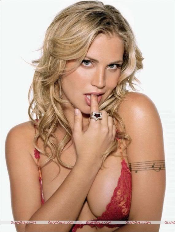 Willa Ford Maximal Magazine Scans