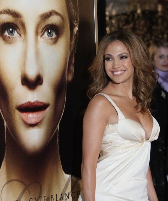 Jennifer Lopez at 'The Curious Case Of Benjamin Button' Premiere