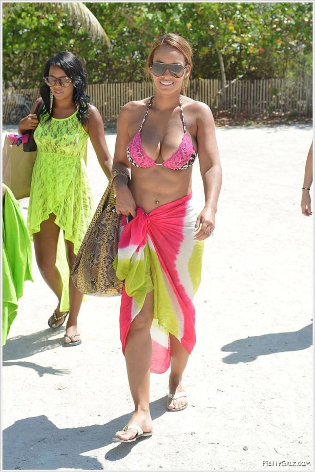 Evelyn Lozada In Bikini On Beach