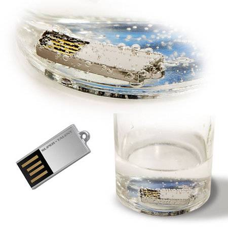 World?s Smallest 8GB Flash Drive